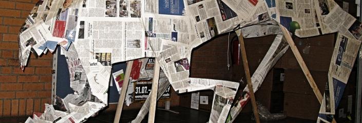 Dinosaurier, gebaut aus Zeitungspapier (Epsos.de - CC-BY)