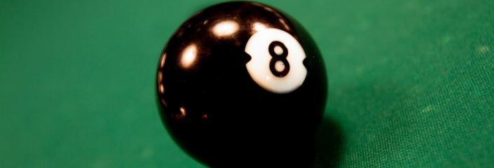 Foto einer Schwarzen 8 Billiard Kugel (Mikael Miettinen - CC-BY)